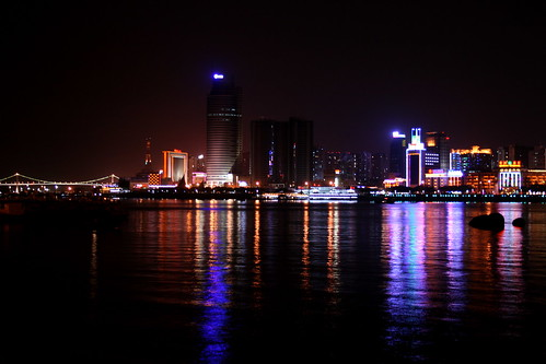 Xiamen by Night (by niklausberger)