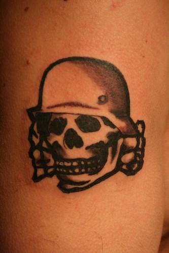 totenkopf tattoo. Totenkopf tattoo el modelo