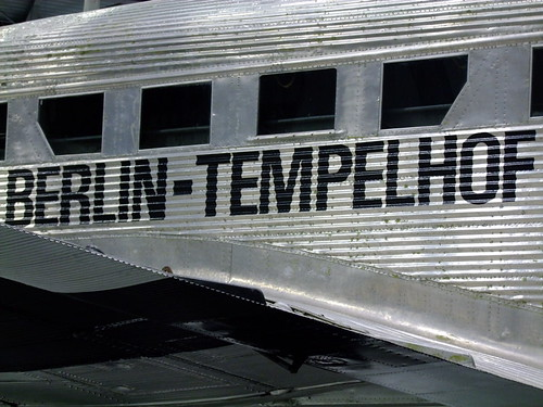 Rosinenbomber Detail Berlin Tempelhof