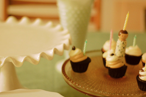 cake stands + mini cupcakes