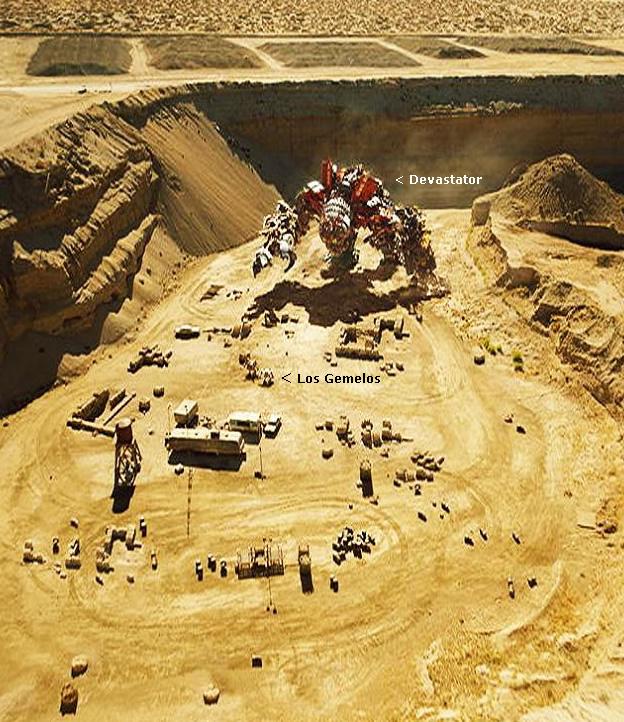 Cuan grande es Devastator en Transformers 2