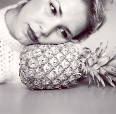 (saraseaside) Tags: bw 120 6x6 june mediumformat pineapple junio 2009 pia mamiyac220 anan
