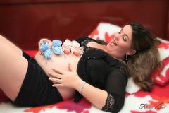 """""""Na plenitude da felicidade... (Fabiana Velso) Tags: cores ensaio felicidade barriga feliz filhos espera me gravidez sapatinhos gmeos retato gestante fabianavelso"""