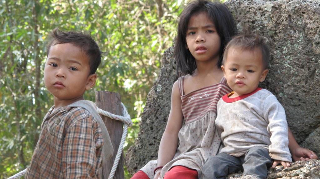 Children play at Banteay Srei