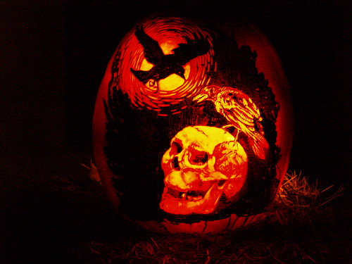 3248491857 a7da6eb5a0 65 Creative Pumpkin Carving Designs