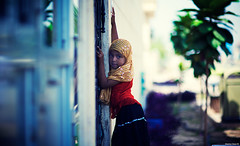Where The Is No Love There Is No Justice | 110.365 (Stephan Geyer) Tags: street girl canon dubai dof bokeh candid 85mm mosque littlegirl 5d canon5d indonesian islamic canoneos5d project365 8512 85l ef85mmf12lusm canon5dclassic lifeinsevenpages