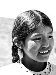Pastora aymara (trulopez) Tags: travel viaje portrait blackandwhite byn titicaca latinamerica americalatina girl bolivia nia viajes latinoamerica bandw titikaka turismo isladelsol aymara ameriquelatine boliviayperu2009
