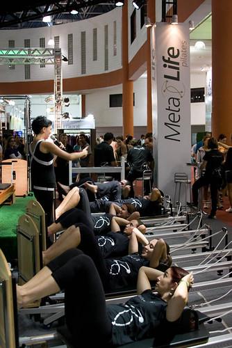 Workout de Mat Pilates com mestres da STOTT agita Feira em Santos