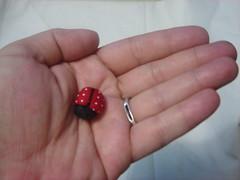 Mini joaninha de tecido (Minhas Crias) Tags: mini fuxico joaninha tecido retalho