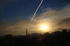 Porto Alegre - 8:00 4 graus C. (Elenara Stein Leitão) Tags: city cidade sky sun cold sol sony portoalegre céu aurora avião 2009 frio h9 junho