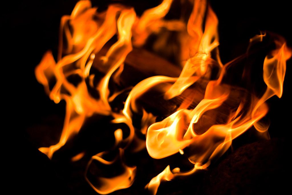 Bålets flammer