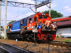 CC201-69 Locomotive leaving Jatinegara (chris railway) Tags: railway train keretaapi ka locomotive station railroad rel jakarta traksi jatinegara dipo cc20169 ngst     spoorweg spoor bahn eisenbahn gleis ferroviaria ferrovia ferrocarril ferroviria chemindefer rseauferroviaire ngperokaril demiryolu   kolejowych treinen eisenbahnzgen zug ferroviarie ferrocarriles tren trem treno treni     tuho     pocig trainphotography         locomotore locomotiva locomotora locomotief makina lokomotywa umayxela sidulich ferrovipathe  indonesia cc20163 ferrovira