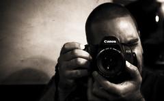 """Shooter"" (InVa10) Tags: boy españa brown man black sepia canon eos photo spain hands foto photographer shot chocolate negro manos badajoz 5d chico marron hombre chocolat fotografo extremadura inva 450d bramfc"