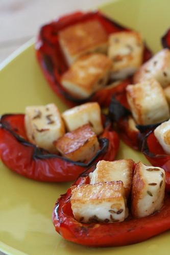 Peppers with halloumi / Halloumi-täidisega paprikad