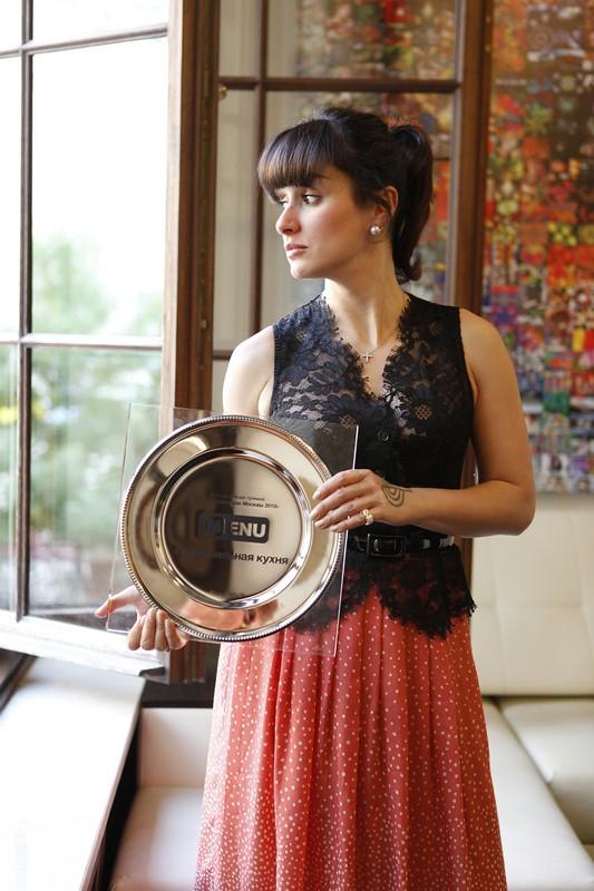 Тина Канделаки с призом Menu.ru ресторану «Тинатин»