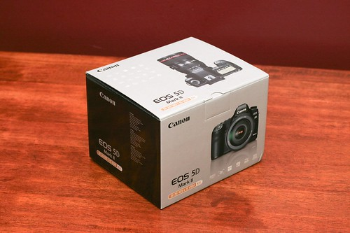 Canon 5D Mark II Unboxing 01