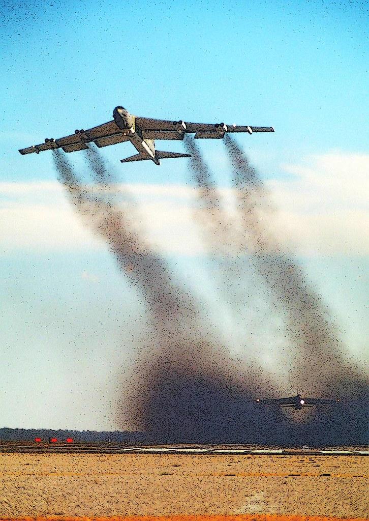 B-52 Stratofortress - Esteira de Fumaça