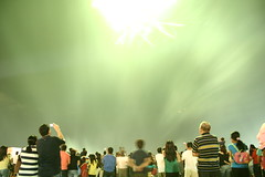 close encounters (Farl) Tags: original sky green audience fireworks philippines sm celebration cebu roofdeck sinulog pyrotechnics unprocessed asis smcebu cebusugbo sinulog2009