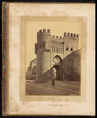 Puerta del Sol en el siglo XIX. Foto Jean Laurent. Biblioteca Nacional de Brasil