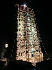 sri minakshi sundareshwara temple (Winfried Veil) Tags: india night geotagged temple veil nightshot nacht hindu hinduism madurai indien tamilnadu winfried tempel nachtaufnahme gopuram hinduismus srimeenakshi torturm sundareshwara mobilew winfriedveil sriminakshi dravidisch