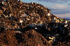 DT_TRSH.008 (photonogrady) Tags: auto car metal trash automobile iron hill voiture pile cutting waste tas recycling scrap colline fer recyclage ferraille dechet filings copeau limaille