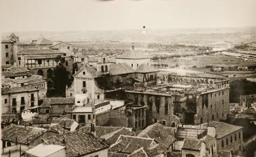 Convento de los Carmelitas incendiado al inicio de la Guerra Civil. Colección Luis Alba