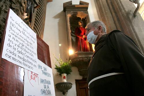 cura sacerdote CubreBocas