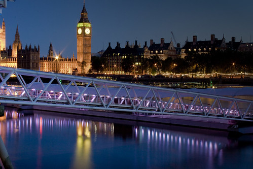 El Big Ben y la pasarela del Golden Eye. The Big Ben and the London Eye footbridge.