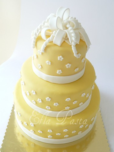 yellow wedding cake 2