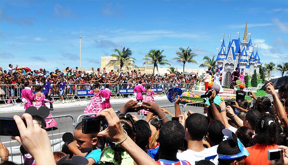 soteropoli.com fotos de salvador bahia brasil brazil parada walt disney 2010 mickey donald pluto nemo pooh toy story by tuniso (10)