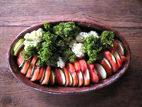 Com os legumes que produz a horta