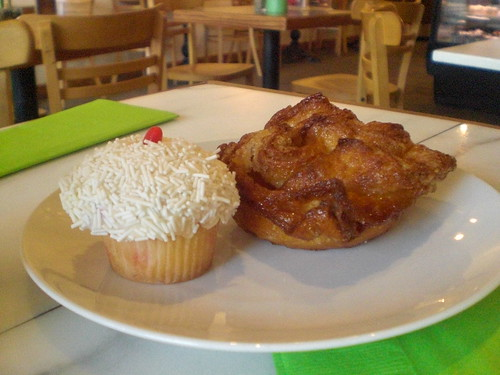 Vegas Baby Cupcake and Kouing Aman at Les Madeleines (Salt Lake City, Utah)
