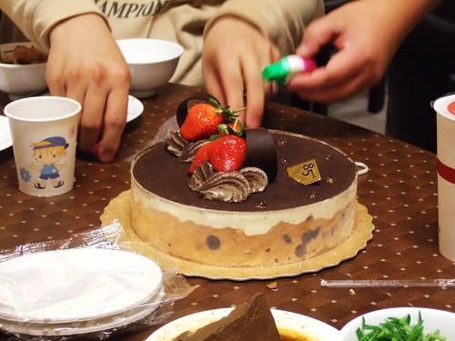 開始準備生日蛋糕