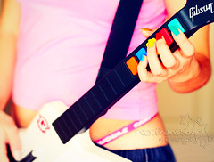 guitar hero-ine. (*northern star) Tags: pink blue red orange selfportrait verde green rot me girl yellow azul self canon rouge 50mm rojo play hand guitar blu buttons hellokitty tripod rosa io bleu explore amarillo nails gelb giallo sp mano autoritratto grn blau guitarhero coloured rosso naranja fille ritratto arancio je tanga chitarra tasti autoscatto arancione ragazza suonare muticoloured northernstar unghie remotecontroller spazzolino dentifricio skullie explored donotsteal eos450d allrightsreserved gibsonexplorer teschietto guitarheroine northernstarandthewhiterabbit northernstar digitalrebelxsi eff18ii canonrc5 usewithoutpermissionisillegal northernstarphotography ifyouwannatakeitforpersonalusesnotcommercialusesjustask