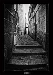 Callejn de piedra I (Francisco Colinet) Tags: espaa rock photography sevilla spain spirit seville andalucia andalusia angular piedra callejn koli blencoynegro colinet koli79 franciscocolinet