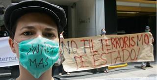 PROTESTA GENTE UNAM FRENTE A EMBAJADA COLOMBIA