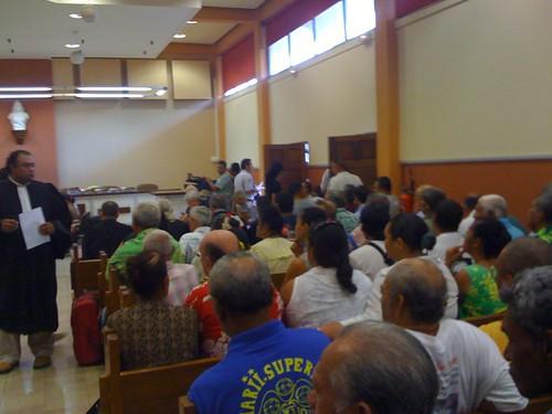 開廷まで法廷内の撮影が許された。
