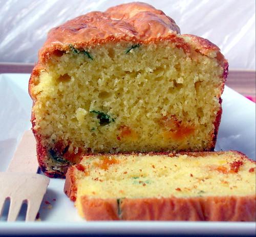 Cake con caprino, albicocche e basilico