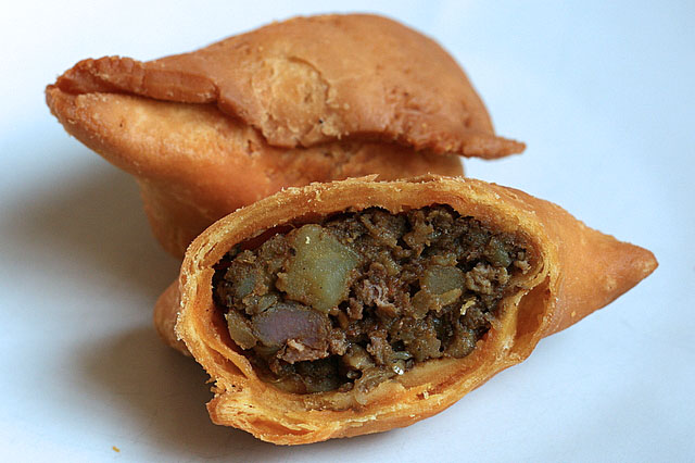 The lamb samosa is very spicy!