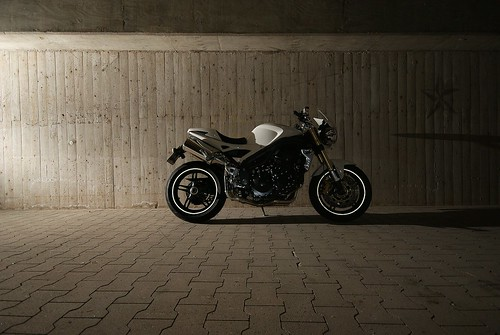 #07  Speed Triple 1050i Garage Shoot 2