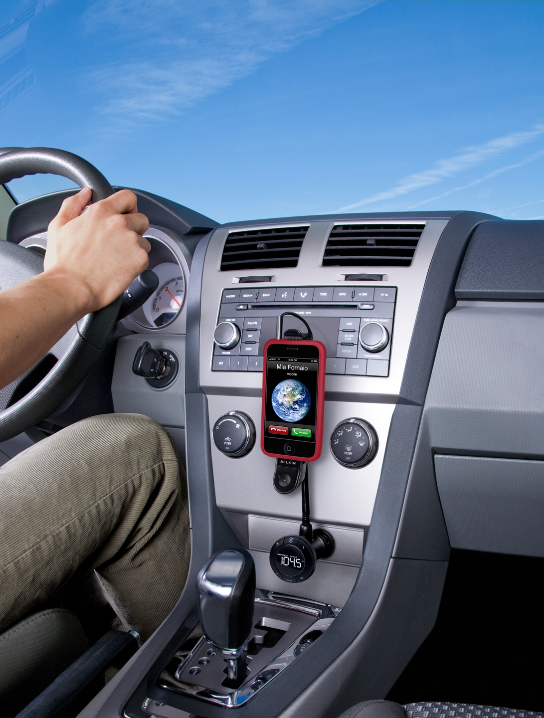 Belkin Tunebase Car FM Transmitter with Hands-Free for iPod & iPhone 3 4 & 4sF8Z441EA