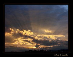 Sabadell, 02 Maig 2010, 19:35 (Perikolo) Tags: sol clouds atardecer nubes nvols sabadell mygearandmepremium mygearandmebronze