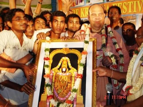 H H Jayapataka Swami in Tirupati 2006 - 0037 por ISKCON desire  tree.