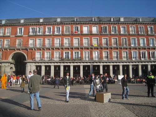 Street performers abound in Plaza Mayor