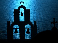 din don dan (luana183) Tags: blue sea church mare estate bell blu chiesa campanile santorini greece grecia caldera ia acqua azzurro oia controluce thira croce fira riflesso cicladi imerovigli egeo campane dindondan