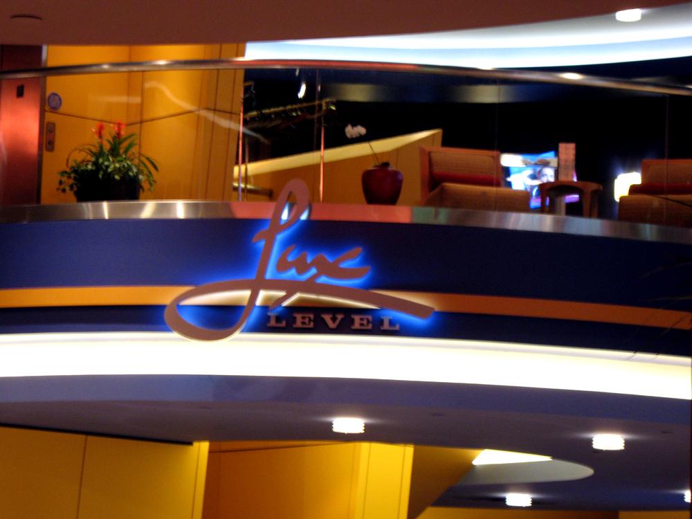Showcase Cinema De Lux Florence Showtimes 13