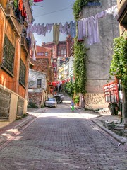 The streets of Istanbul (Faddoush) Tags: turkey nikon istanbul laundry hdr fener fanari faddoush