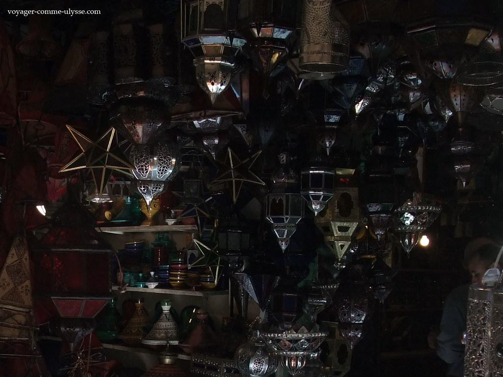 Lanternes vendues dans la boutique du souk
