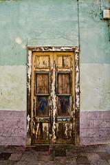 Puerta - Door - La Laguna Tenerife (catirebcn) Tags: door espaa color colors spain puerta decay canarias colores ruina tenerife cracks objeto grietas