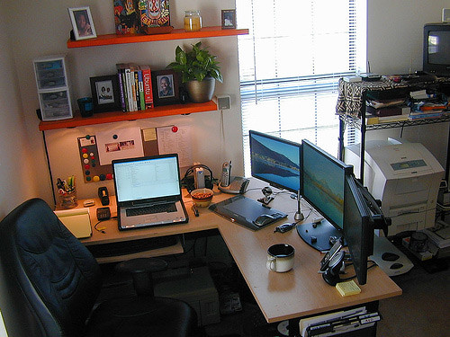50 greatest computer workstation pc mac setups hongkiat for Best home office desktop computers